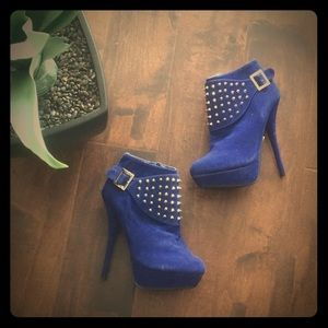 Shoes - Brand new Blue suede booties